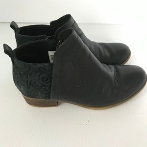 TOMS Deia Black Ankle Boots Booties Leather 6
